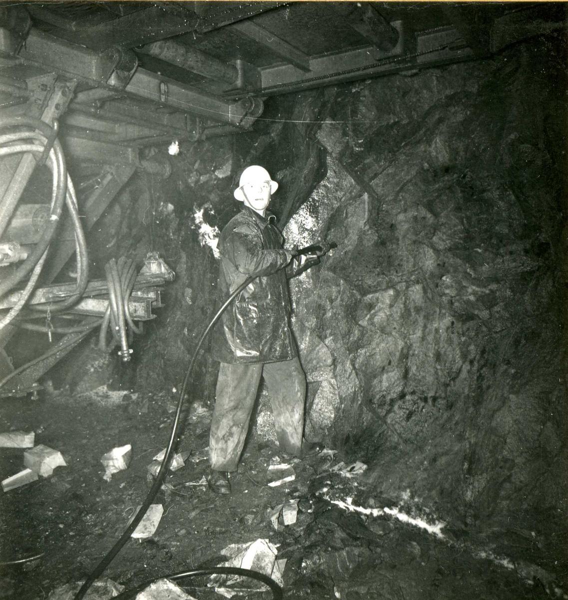 Tilløpstunnel frå Vesås. Tunnelarbeid, Sprengingsarbeid.