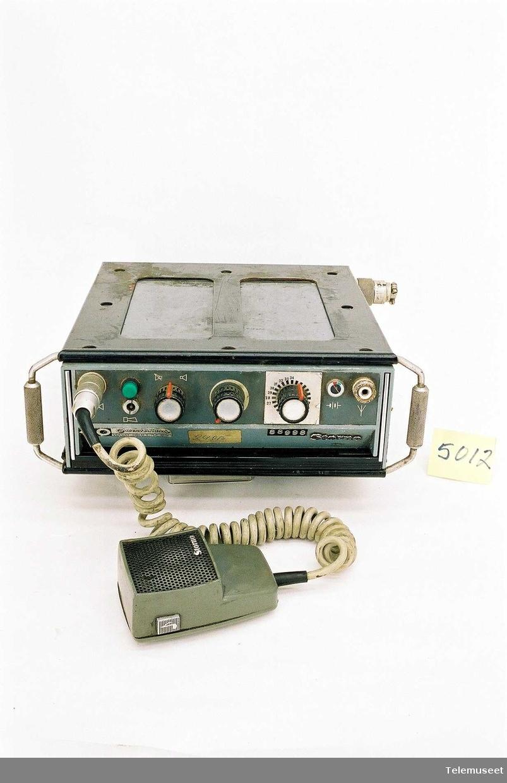 C2P612 serie nr 4047 Telefonen har vært bilmontert