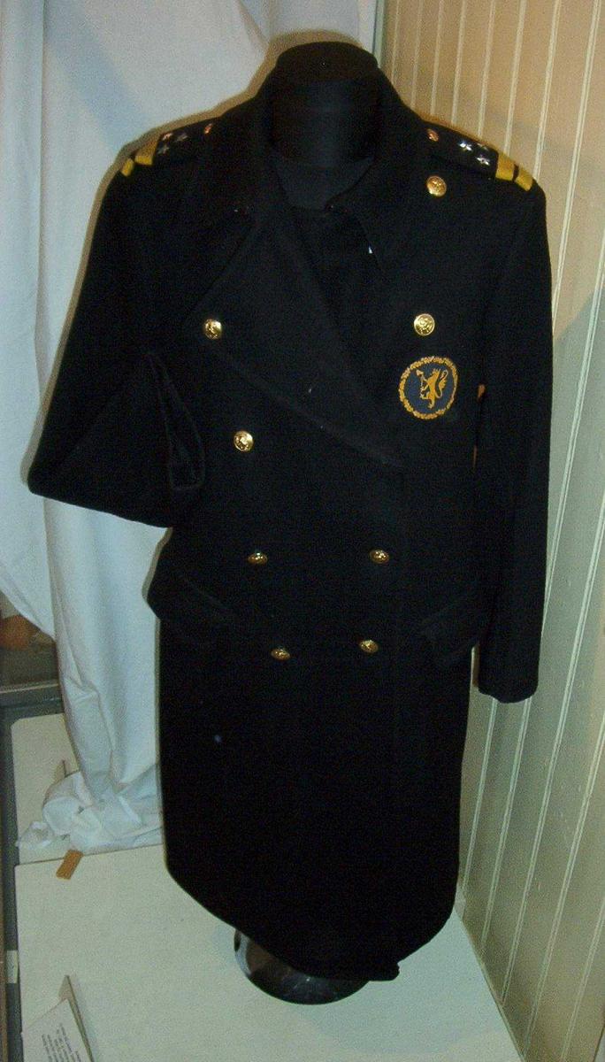 Batteluniform, frakk. Modell 1953. Elev ved Politiskolen. Uniformen tatt i bruk ved opprettelsen av Politihøgskolen.