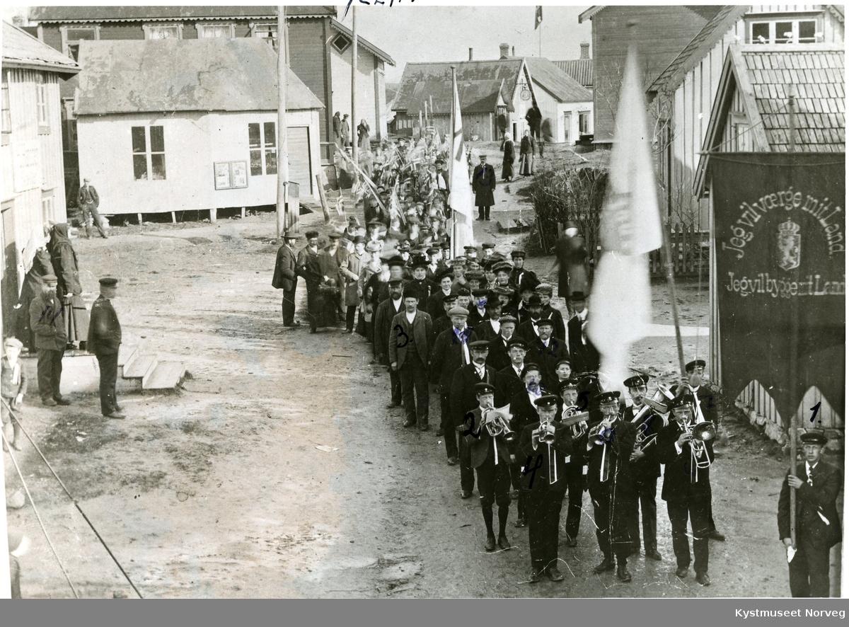 Rørvik sentrum, 17. mai toget i 1914
