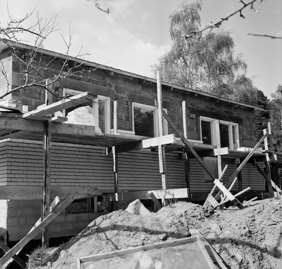 Docent Ola Nyquists hus under byggnation, maj 1966