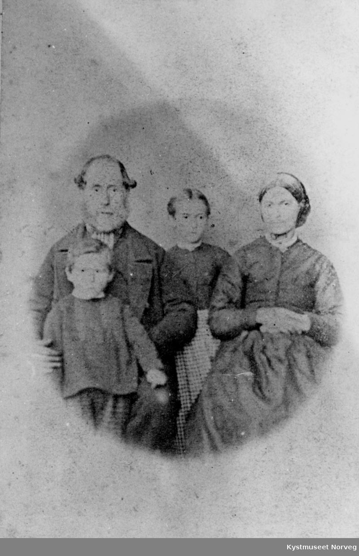Gedenius Hansen Bondø og Rebekka Andreasdatter Bondø med barn