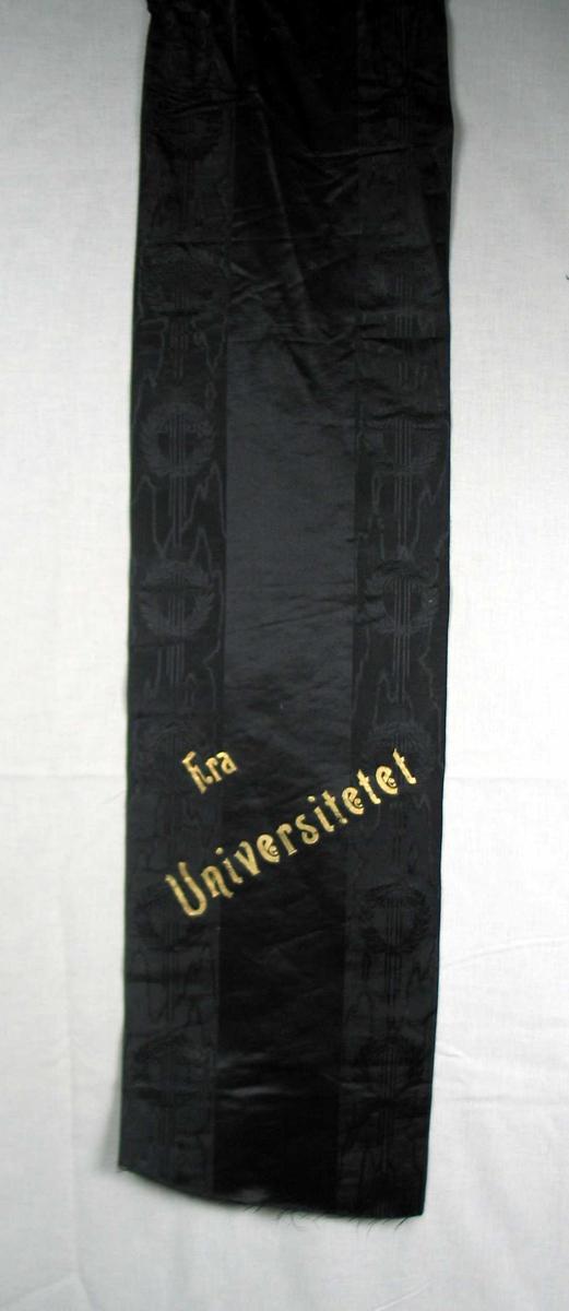 Begravelsessløyfe i svart silke med skrift i gull.