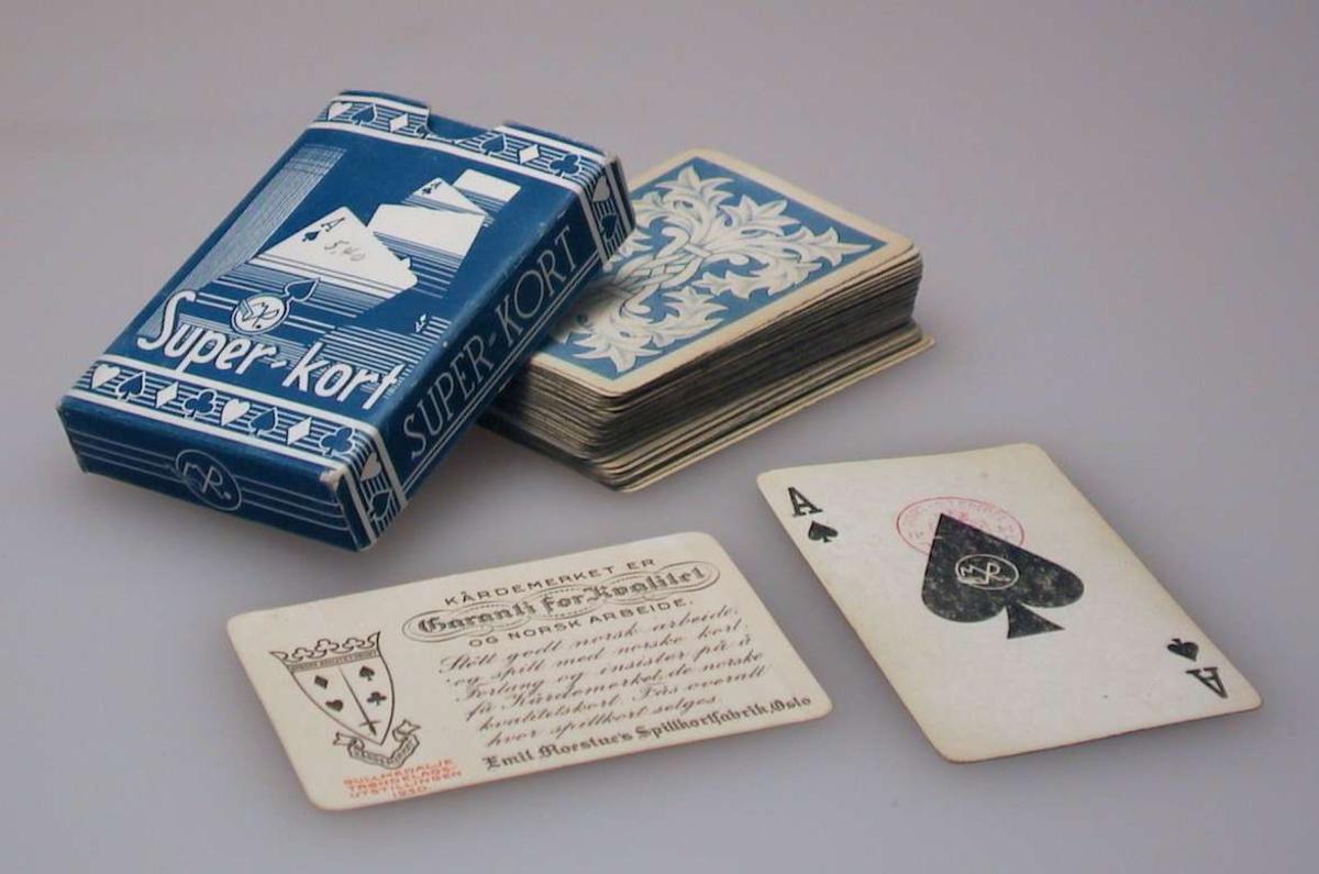 Spillkort av papp med eske.