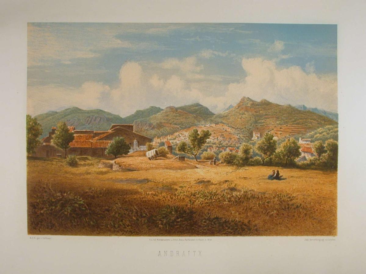 Landskap med landsby i åssiden. Fjell i bakgrunnen.