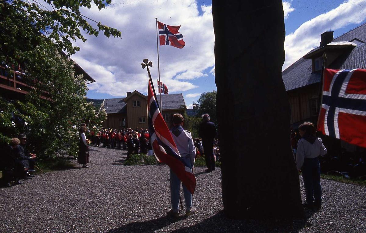 DOK:1990, 17. mai, speider, flagg, bauta, tale,