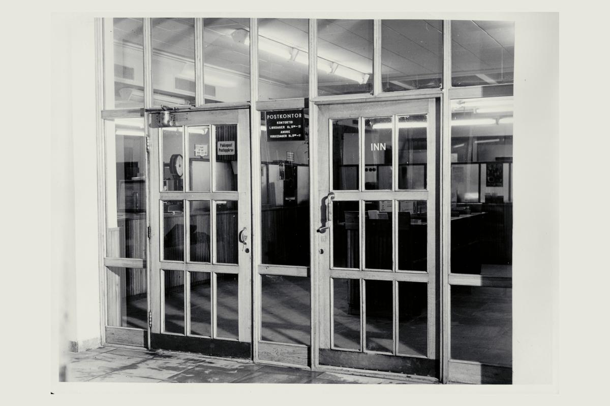 eksteriør, postkontor, 6500 Kristiansund N, inngang