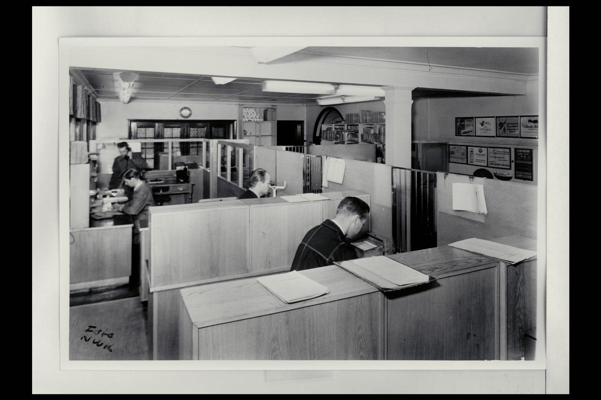 interiør, postkontor, 2800 Gjøvik, ekspeditører
