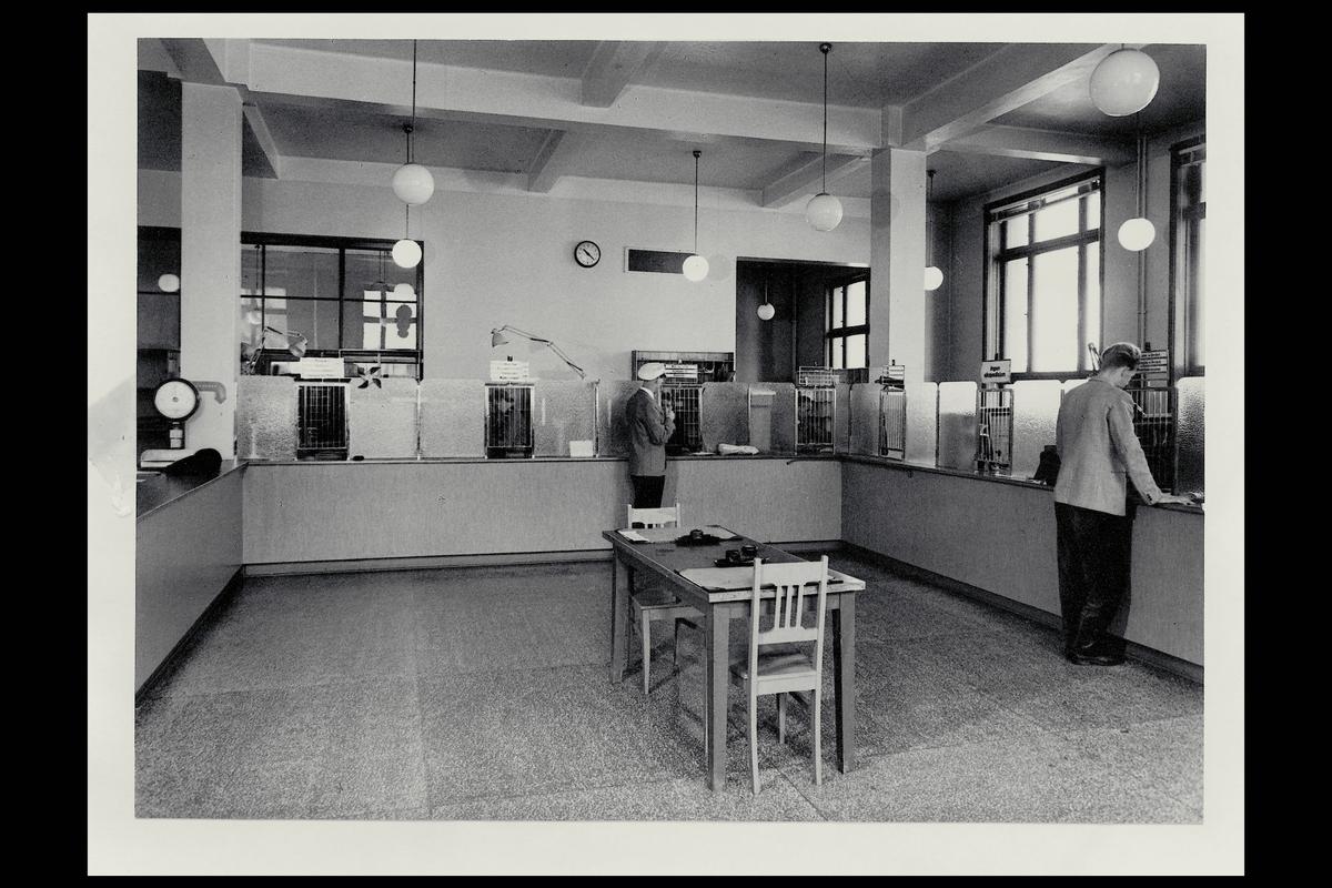 interiør, postkontor, 4604 Kristiandsand S, publikumshall, kunder, vekt