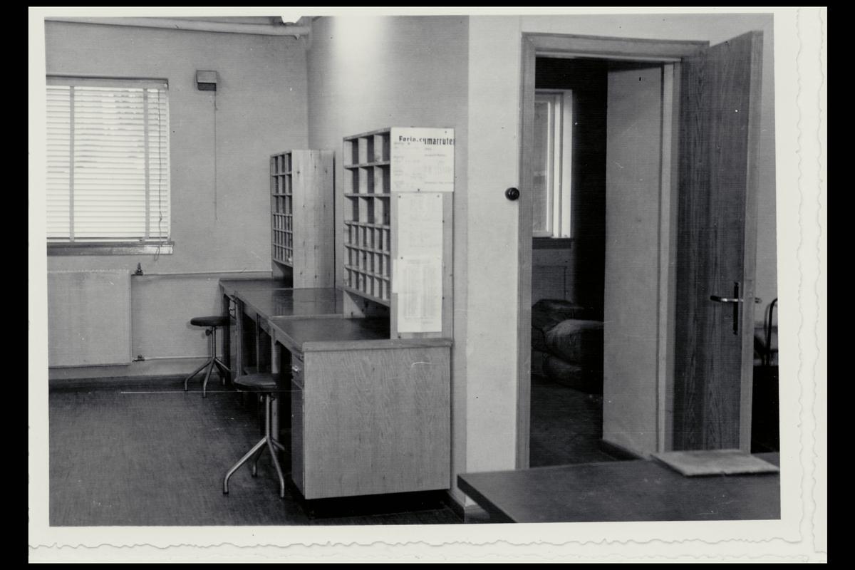interiør, postkontor, 6700 Måløy, sorteringsreol