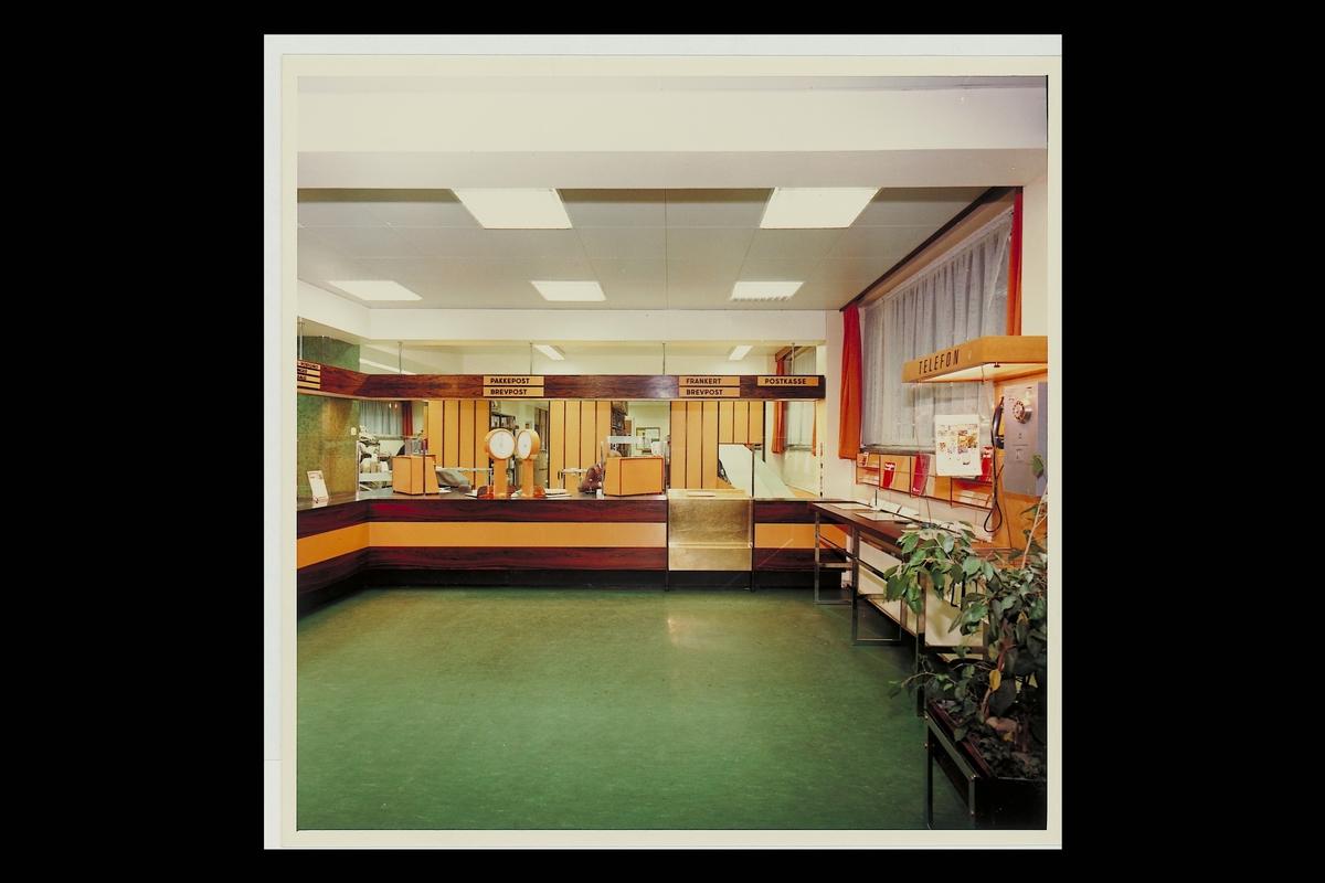interiør, postkontor, 0501 Rodeløkka, publikumshall, vekt, etter ominnredningen 1974