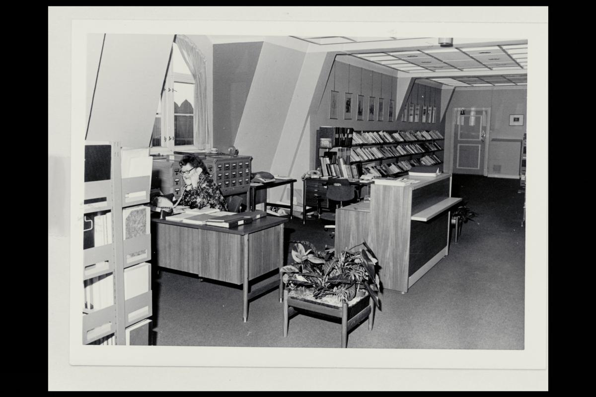 interiør, postbiblioteket, Oslo, reoler, bøker, personale
