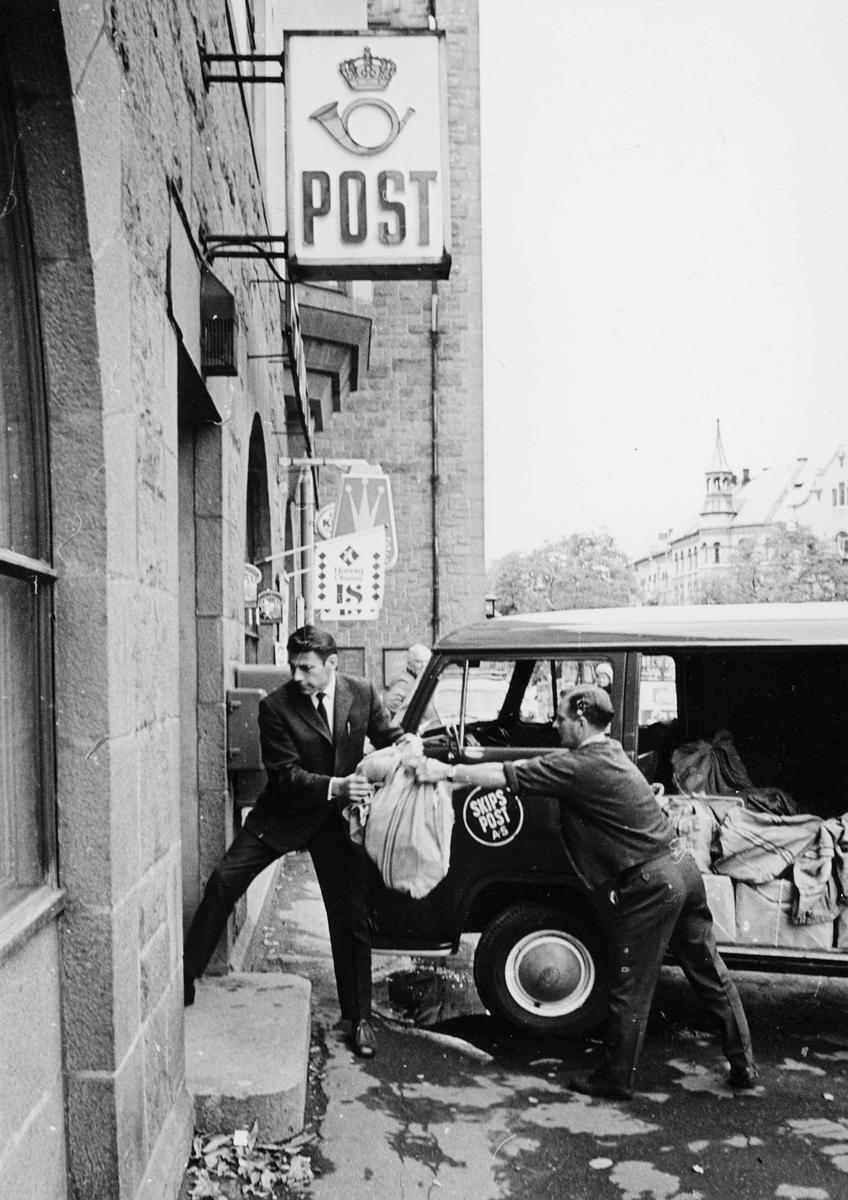 transport, bil, Oslo, posthuset, lasting, lossing, postsekker, menn, skipspost