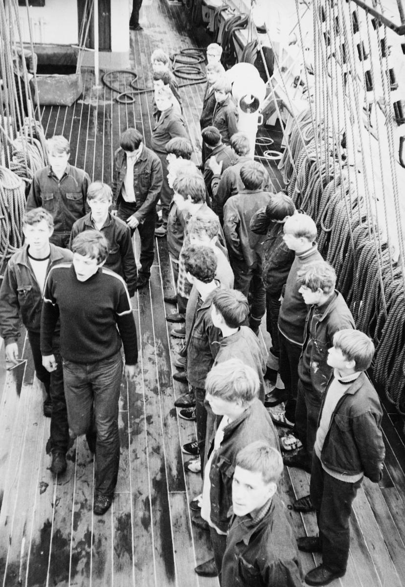 transport, båt, Christian Radich, gutter, oppstilling på dekk