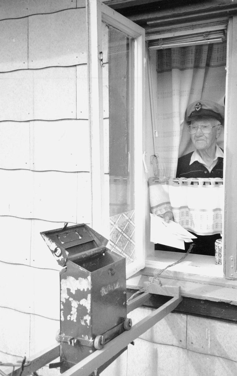 postkasser, mann, brev, kasse på hjul