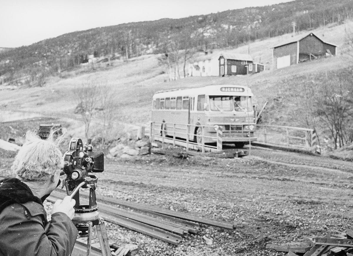 norgesbilder, 8230 Sulitjelma, buss, fotograf, Vatenbygda med gården Mostihågen