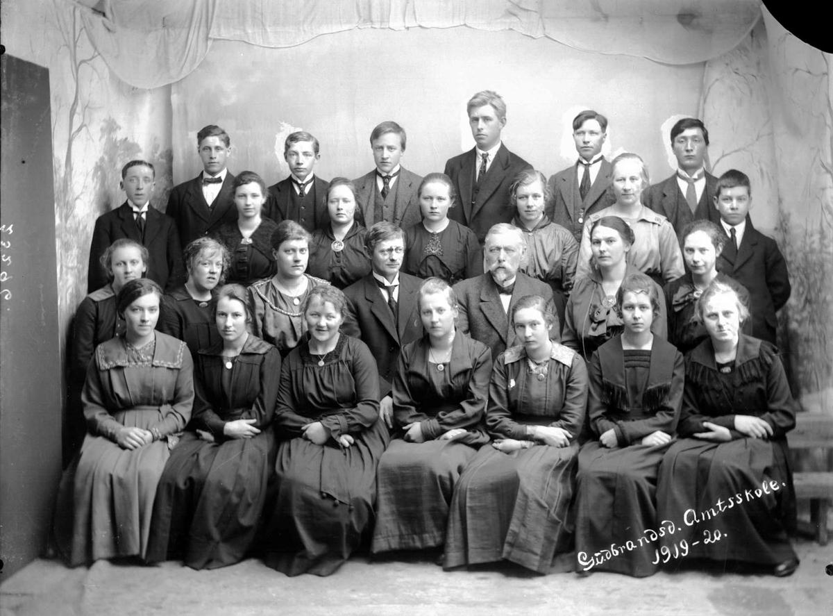 Kort. Gudbrandsd. Amtsskole 1919-1920, klassebilde