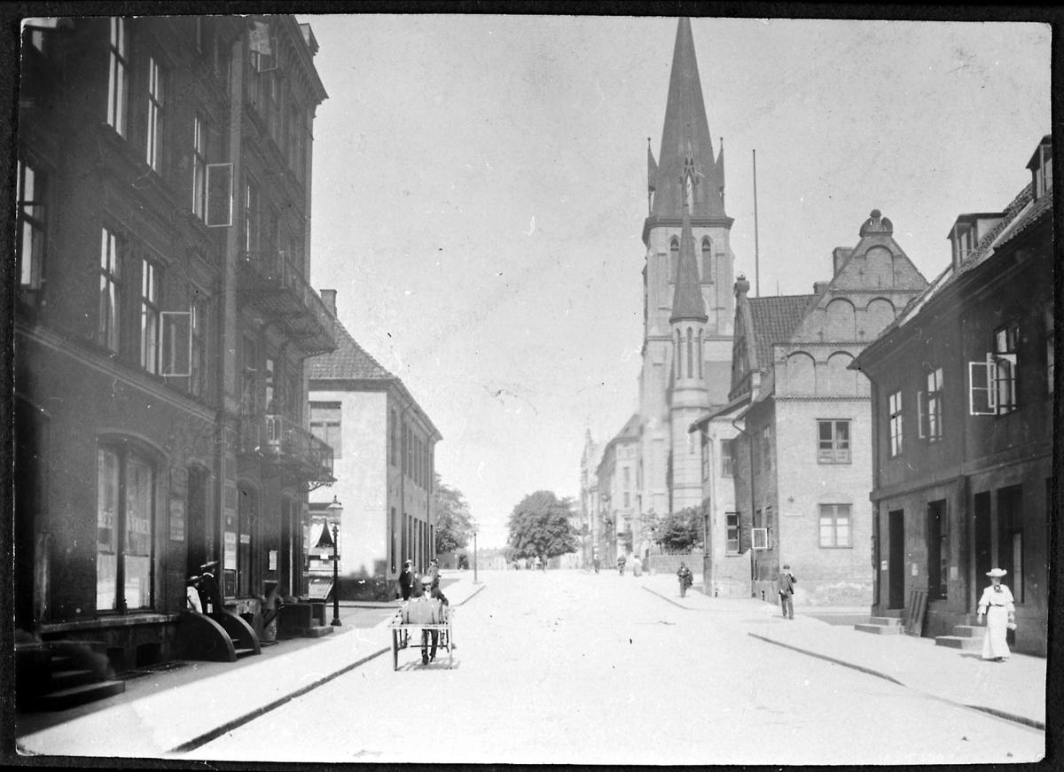 Kirke, by, gate