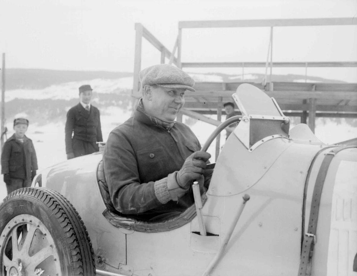 Mjøsløpet 1934, mann med racerbil, vinter