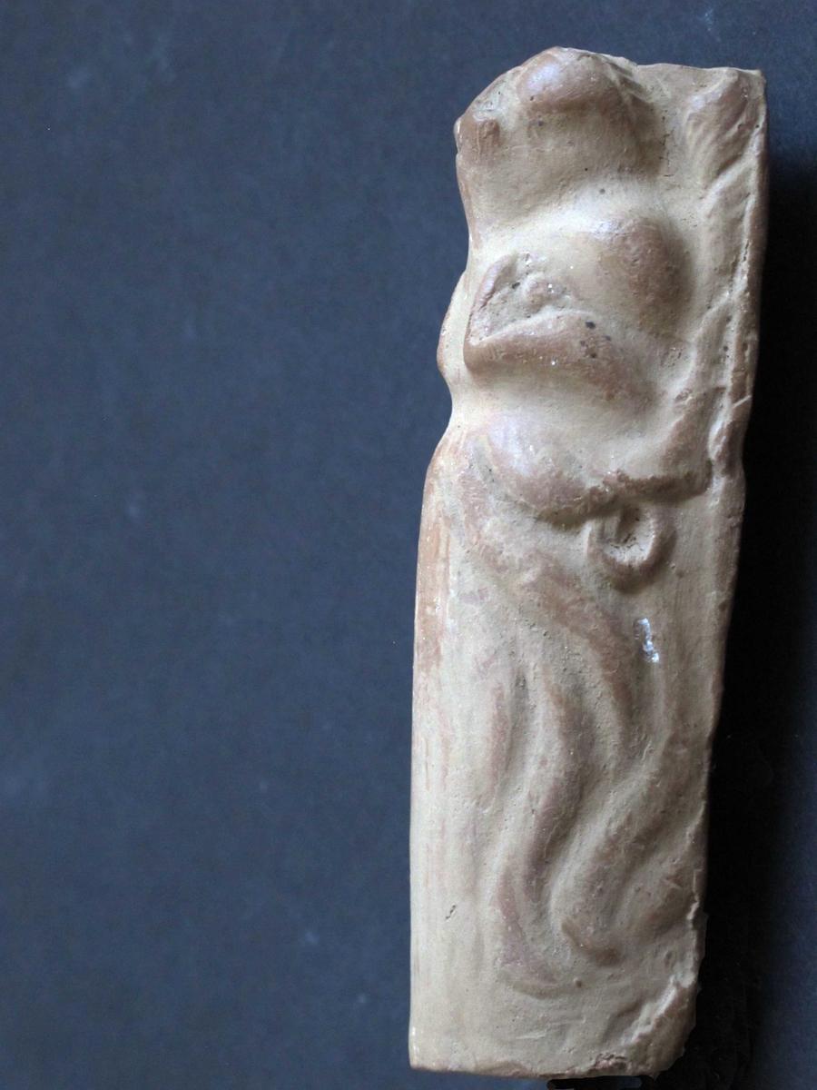 Skulptur med løvehode.
