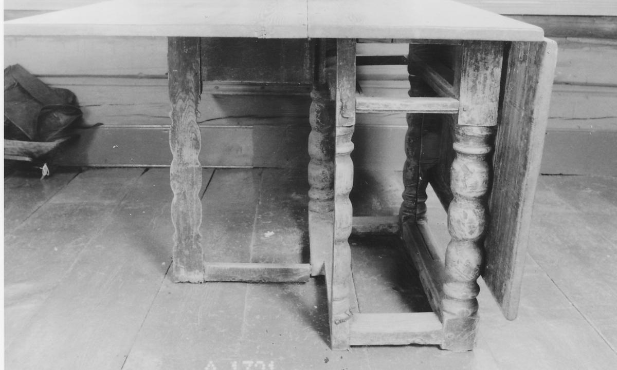 4 dreide ben m. vulster, 1/2-parten av 2 ben til å slå ut; 4 forbindelsestrær