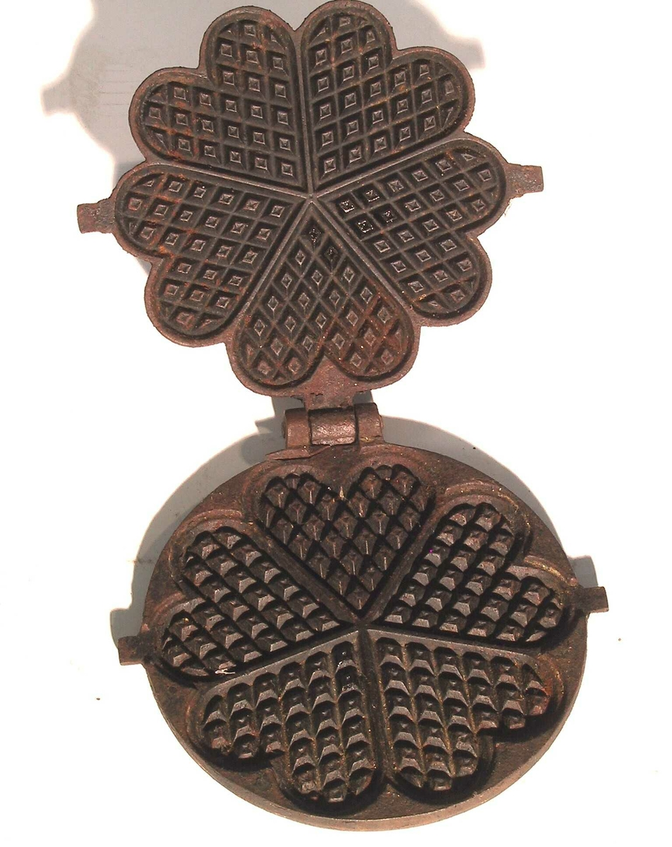 Vaffeljern med fem store hjerter, oppskrift på lokket: Tilstand: jernringen til å sette det i  mangler.