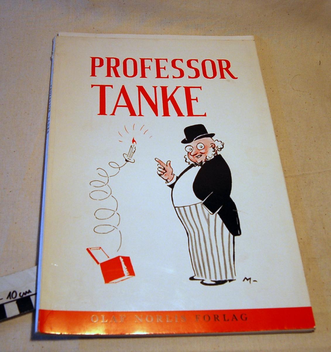 Motiv på bokens forside er en mann med bowlerhat og stribete bukser som står ved siden av en liten boks der det springer opp et lys på en spiralfjær.