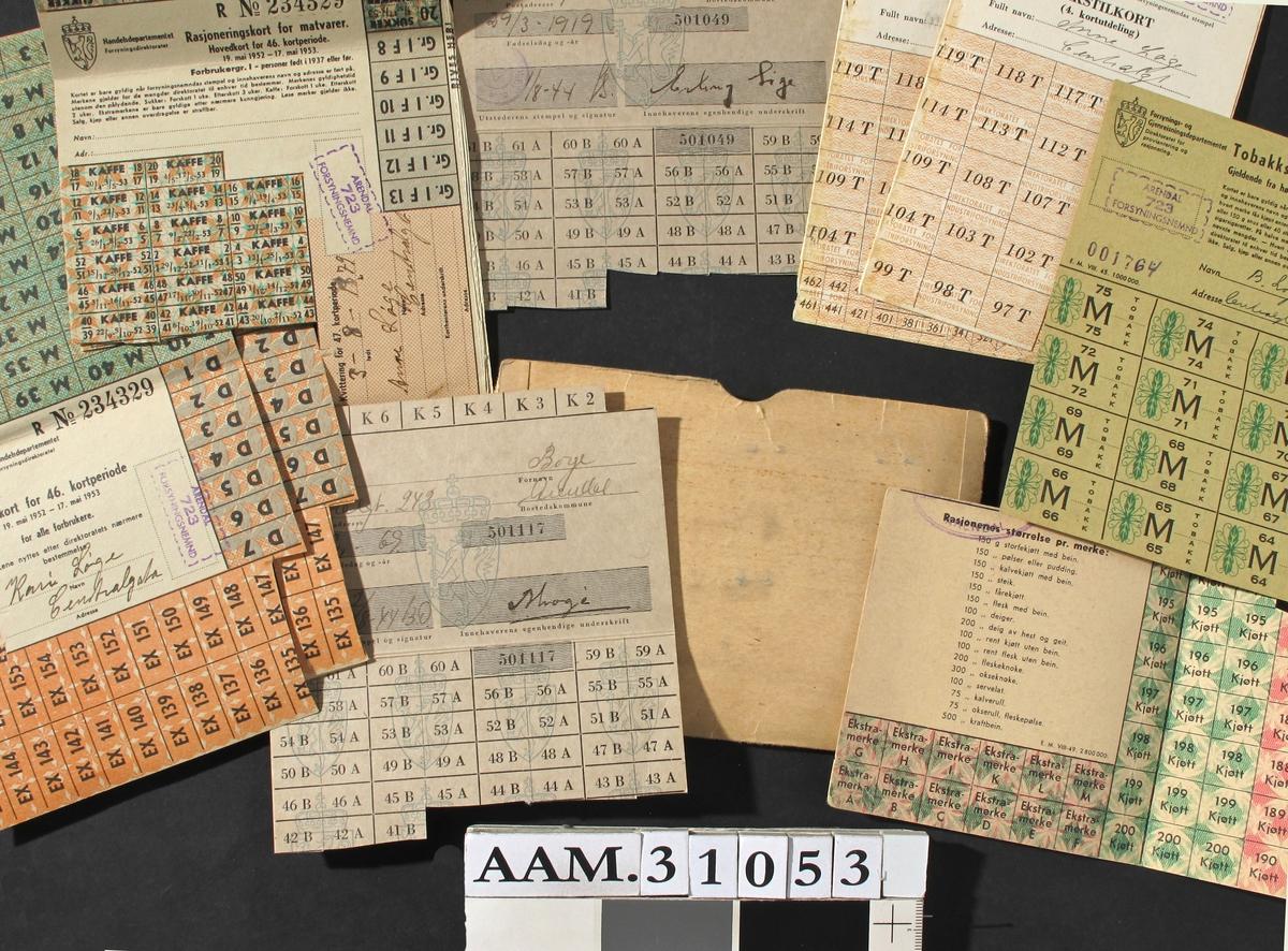 Diverse rasjoneringskort for ulike varetyper.