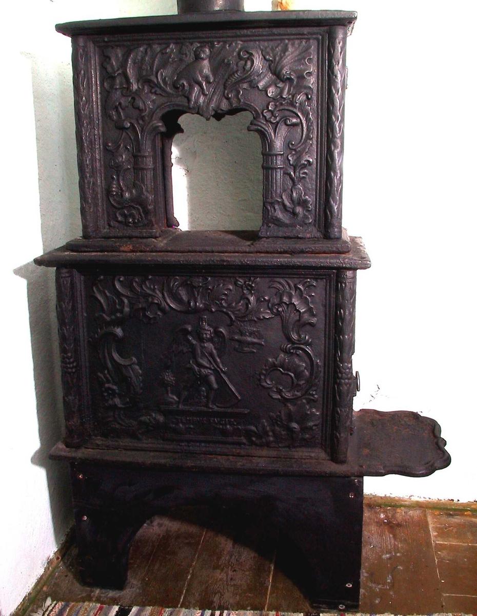 Allegorisk figur med et timeglass på hodet, holder en ljå./ rokokko