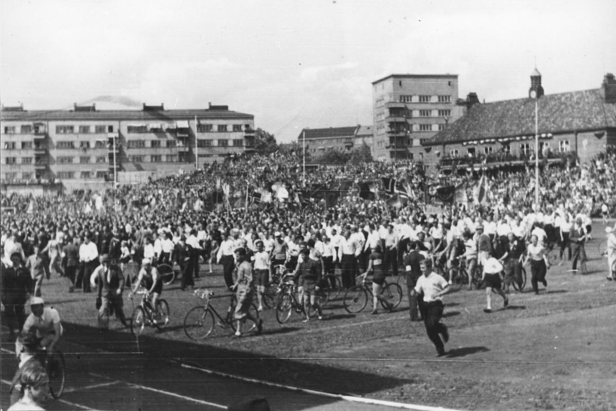 Sykkelritt på Bislett rett etter krigen.