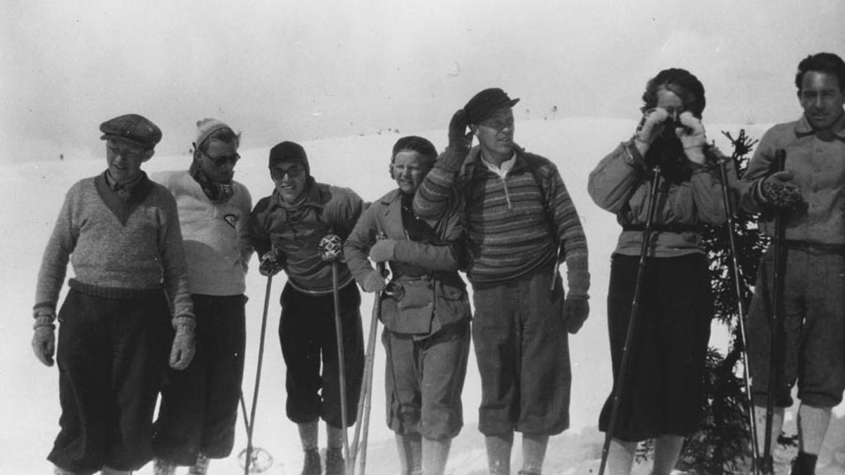 Gruppe mennesker på skitur (påsketur).