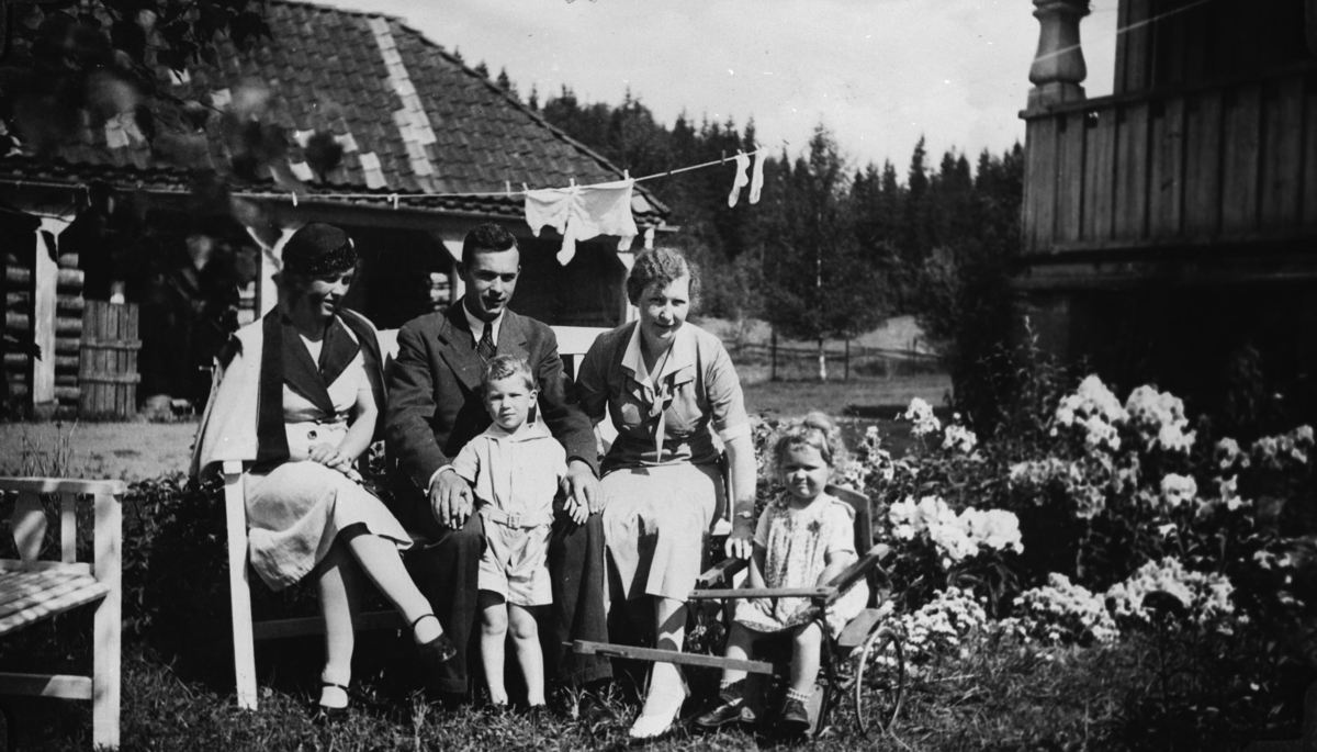Hele familien og gjesten Bolla Gjørvad