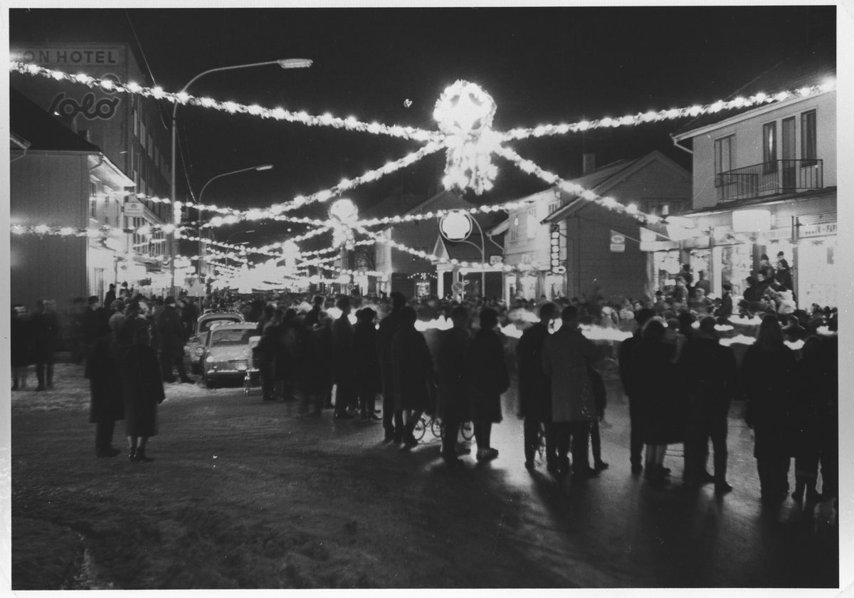 Storgata i Lillestrøm pyntet til jul.