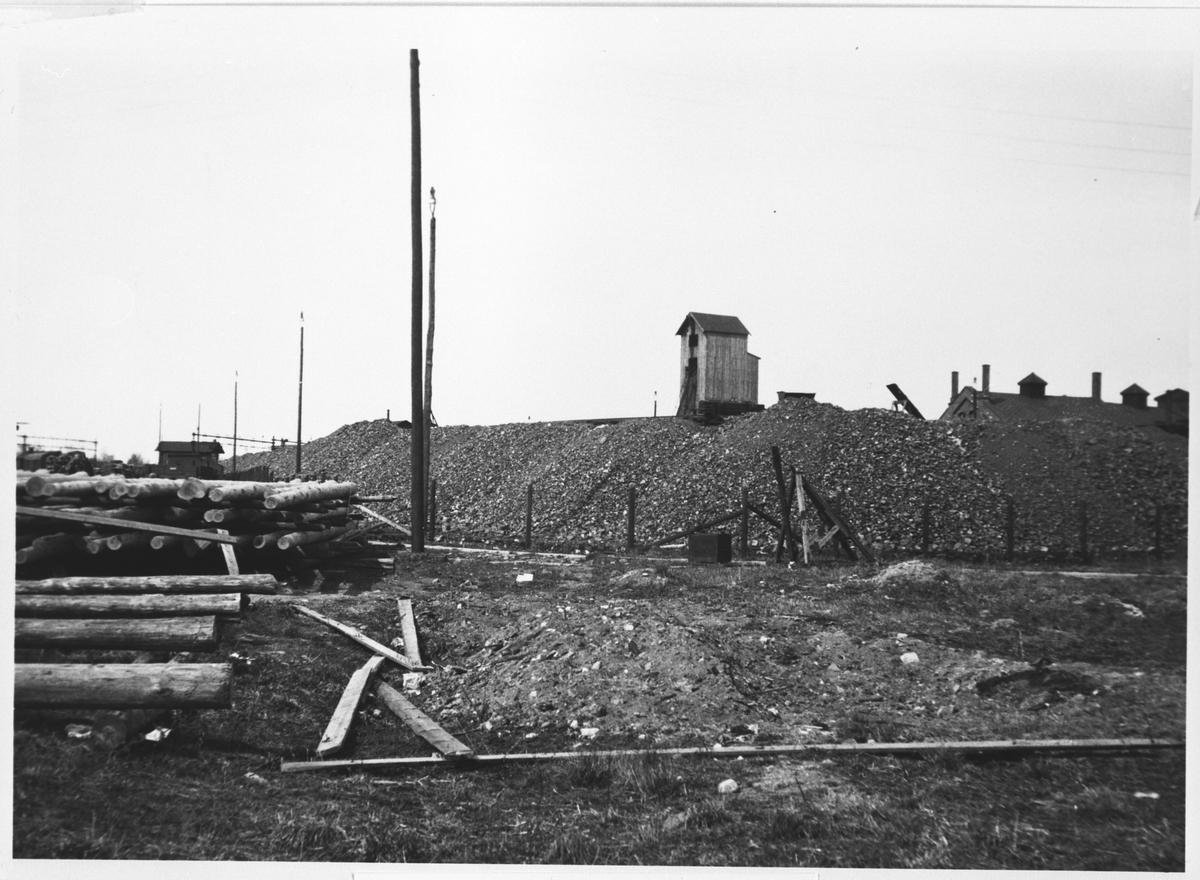 Ved-lager ved Lillestrøm stasjon.