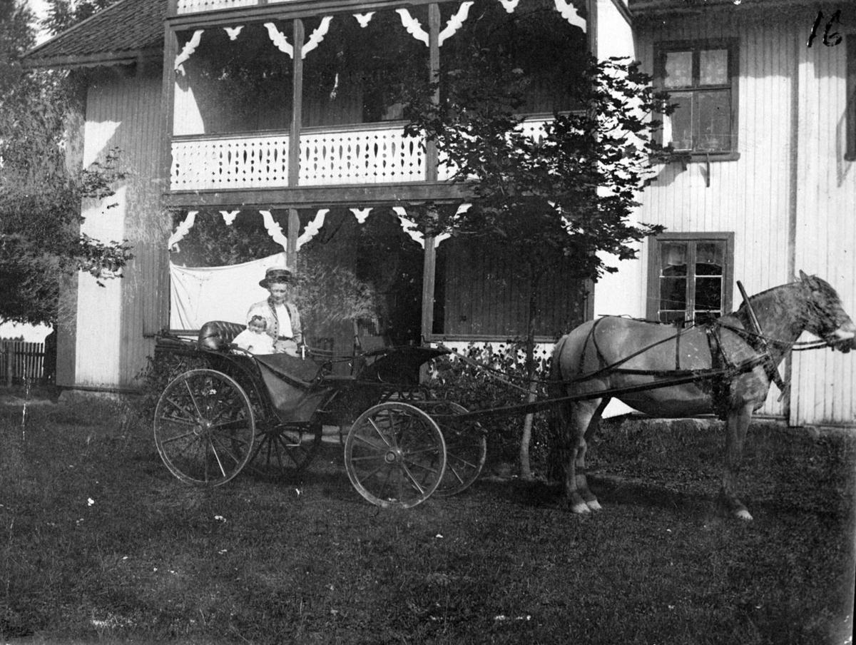 Ingeborg Westengen og Lina Lindholt (14/2-1879 - 1947).