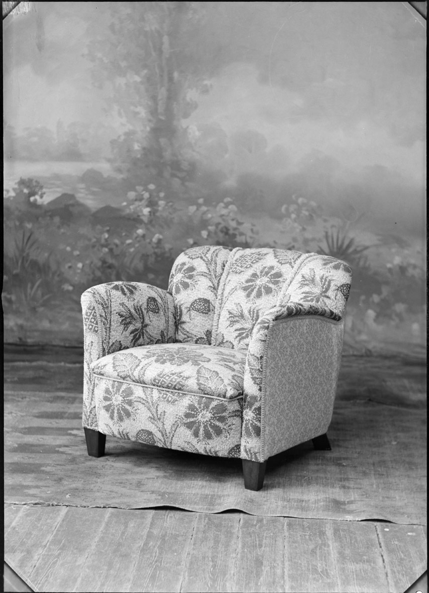 Studio opptak av en stol.