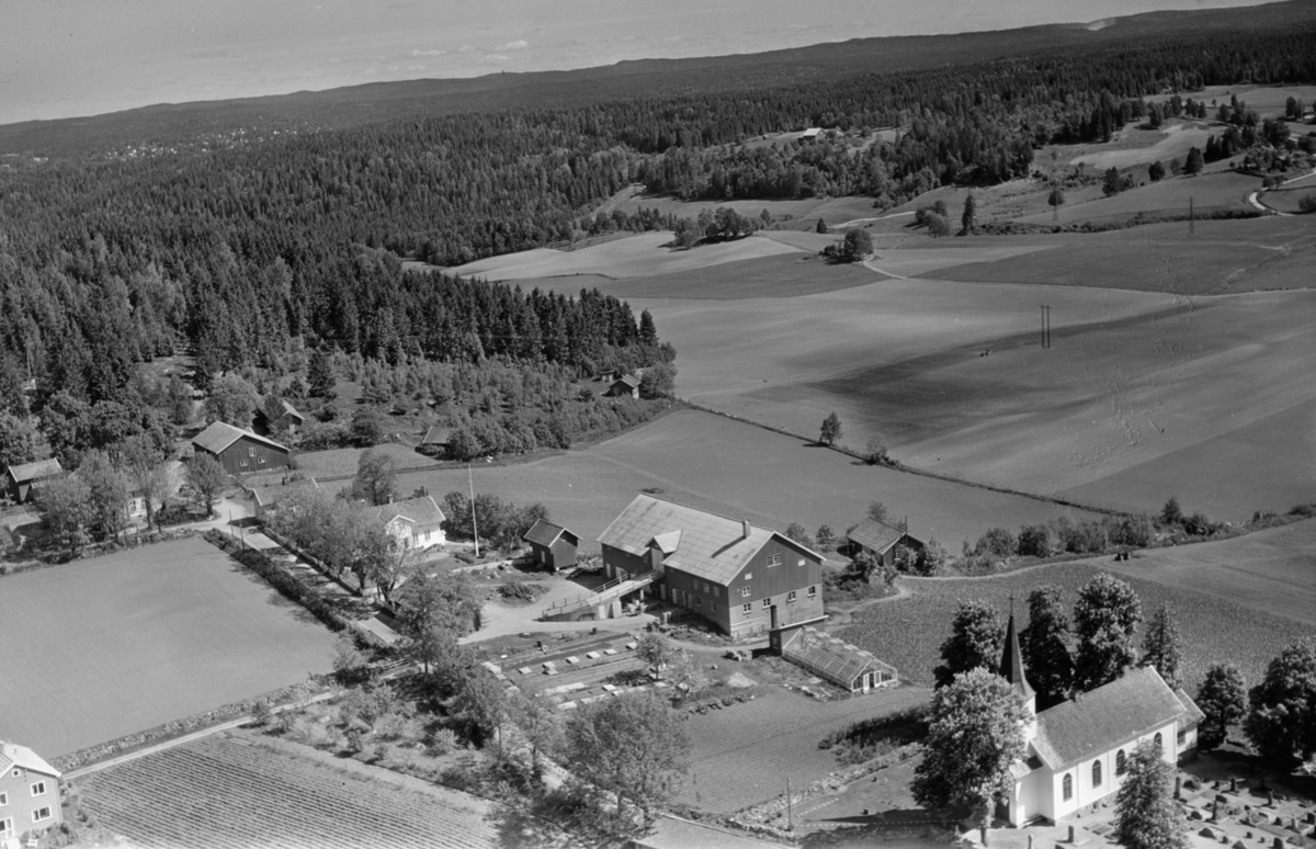 NORDBY, ØSTRE MED NORDBY KIRKE (TIL HØYRE) OG NORDBY, NORDRE (TIL VENSTRE)