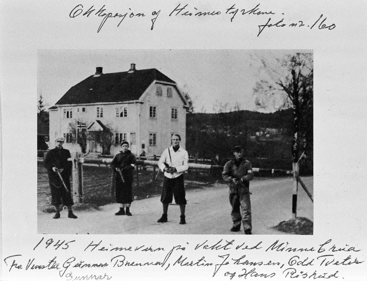 Heimevern på vakthold ved Minnebrua. Fra venstre Gunnar Brenna, Martin Johansen, Odd Tveter og Hans Røsheid.