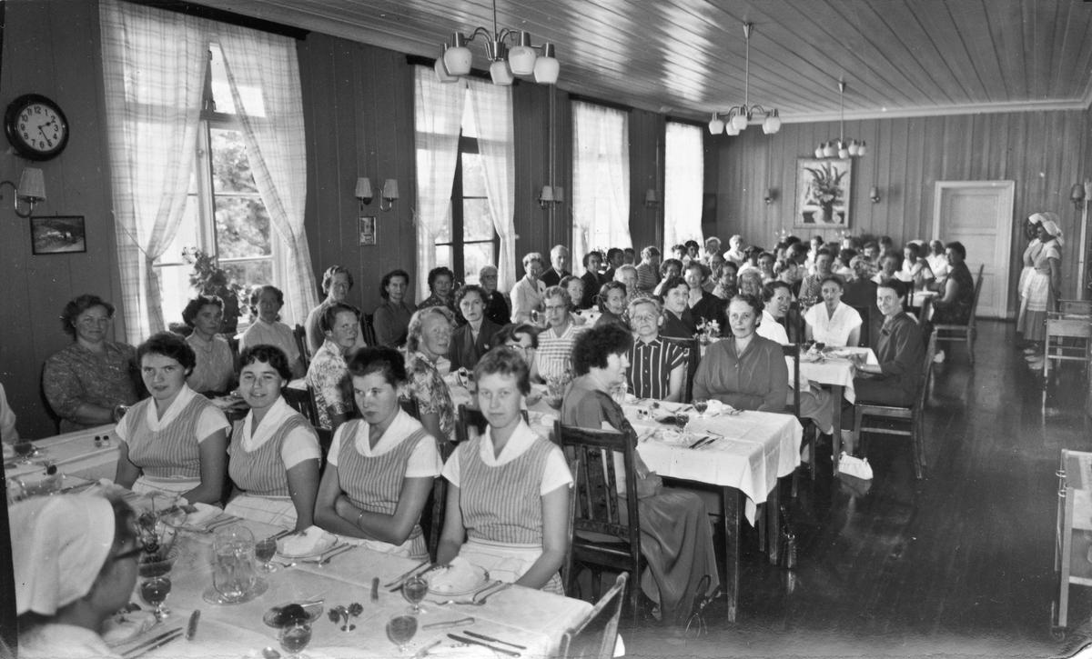 Akershus Husmorskole, Eidsvoll. Utvalg av bilder. Marta Nordheim er et navn som forbindes med bildene. Sannsynligvis 1952.