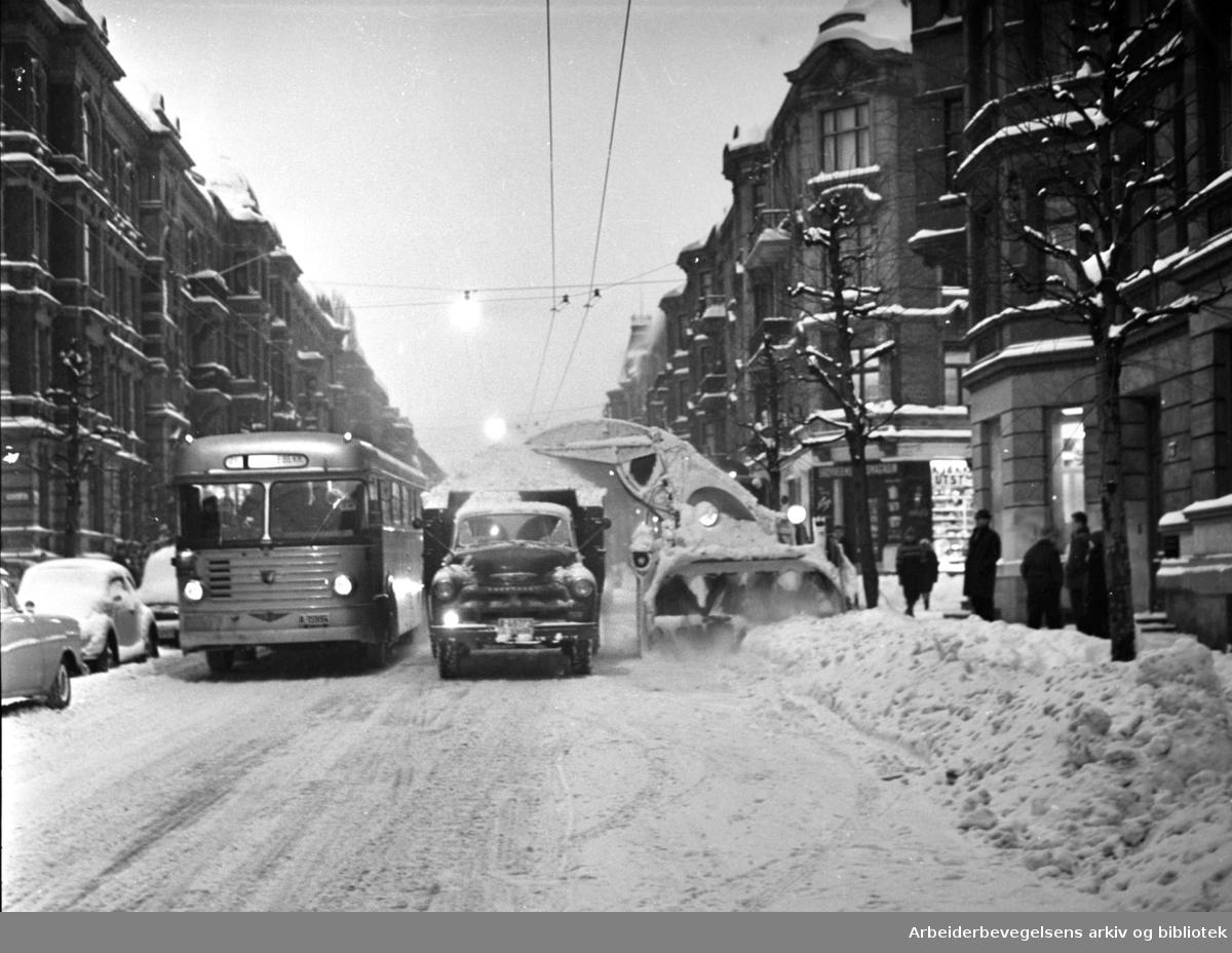 Snørydding i Skovveien,.vinteren 1962 .