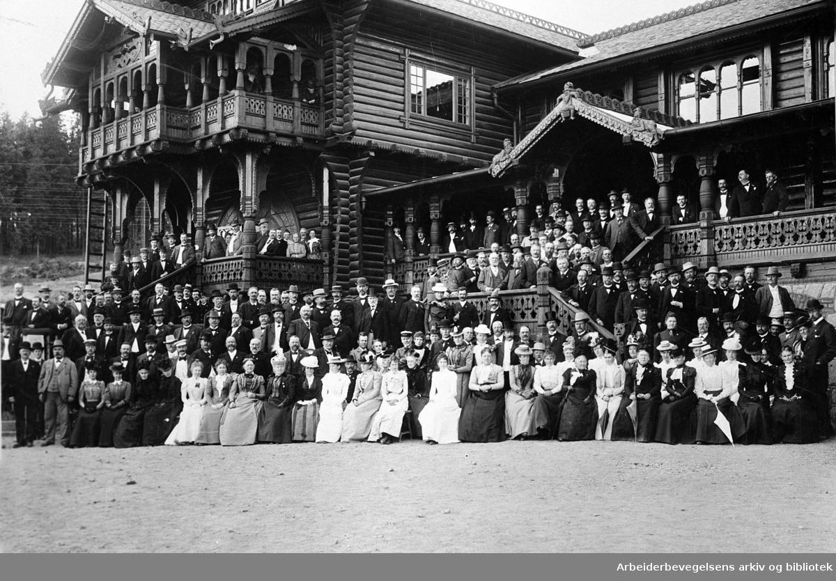 Deltakerne under Nordisk Järnvägsmannasällskapets møte i Kristiania, på Frognerseteren,.1899