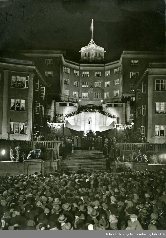 Iladalen boligkompleks. Fra innvielsen av Ilatrappen med Dyre Vaas ulveskulpturer, .7. oktober 1930
