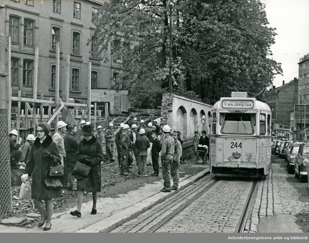 Bygningsarbeidere og ansatte i Oslo Sporveier aksjonerer under pris-streiken, .7. oktober 1970