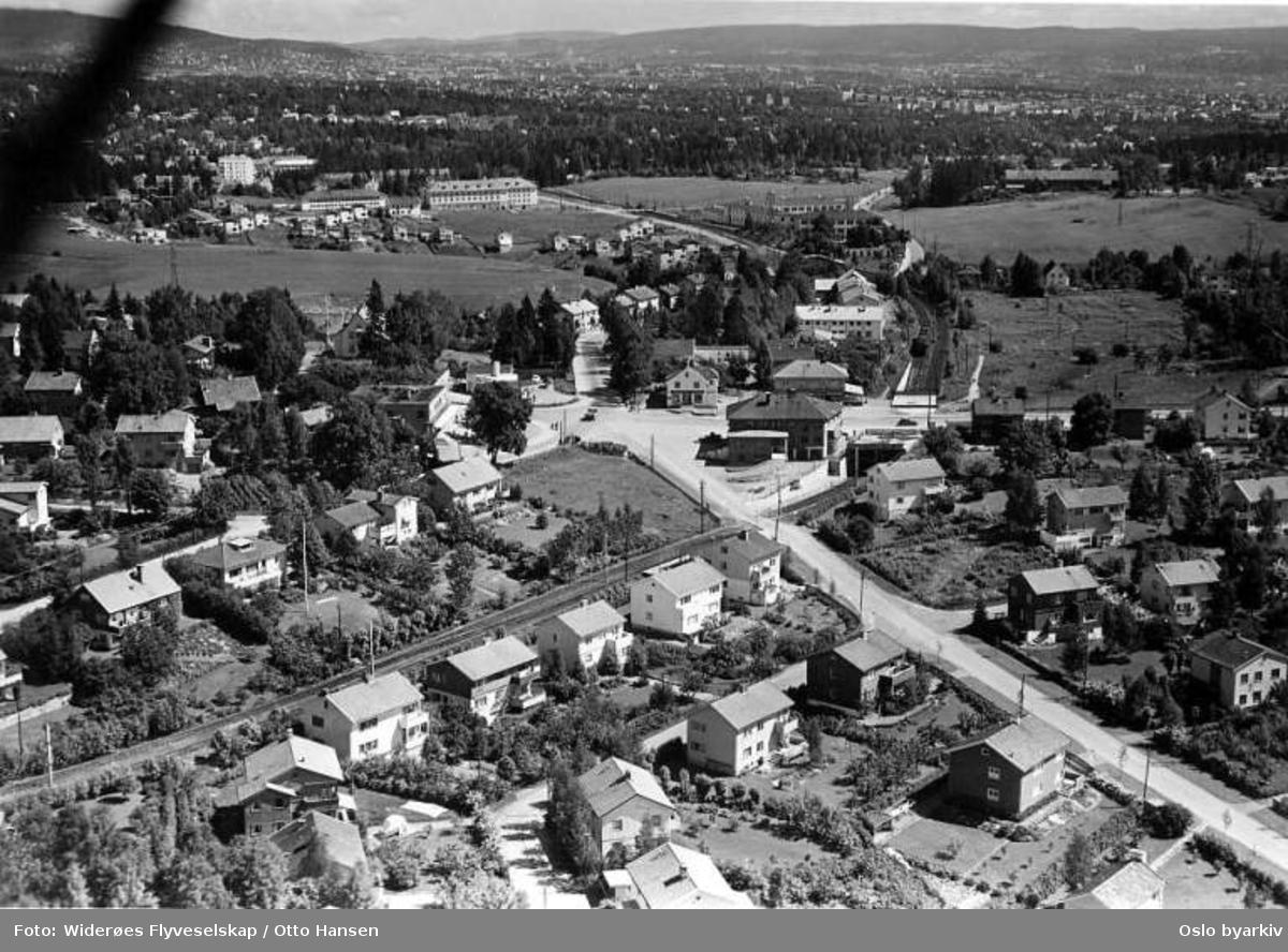 Røa, Melumveien, Vækerøveien, Ostadalsveien, Huseby (Flyfoto)
