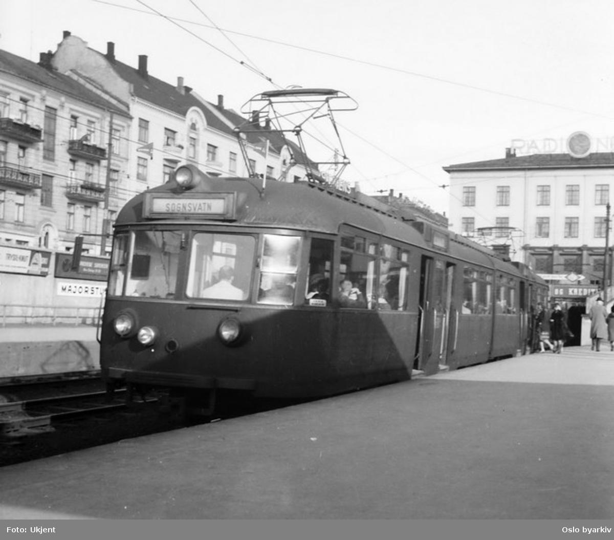 Sognsvannsbanen, vogn 502 ved Majorstuen stasjon.