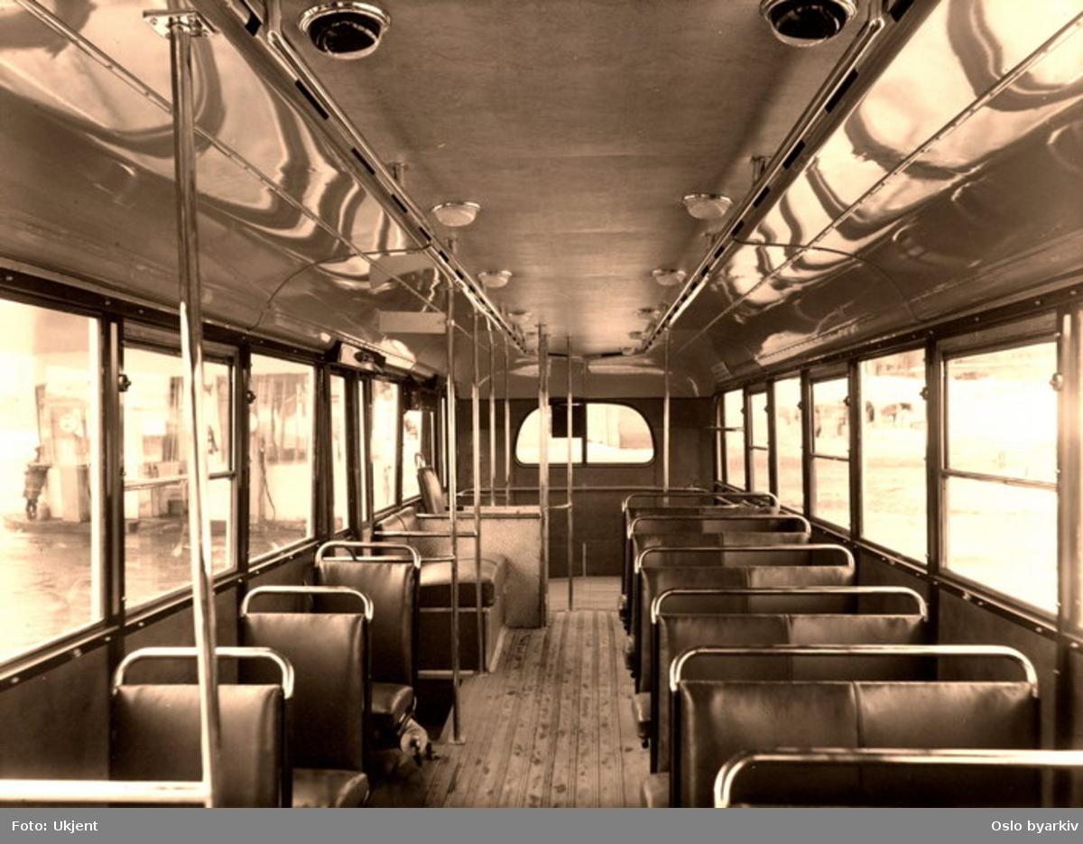Oslo Sporveier. Interiøri en av Oslo Sporveiers Larvik/Scania modell 1947 busser (nr. 817 - 828) sett bakover.