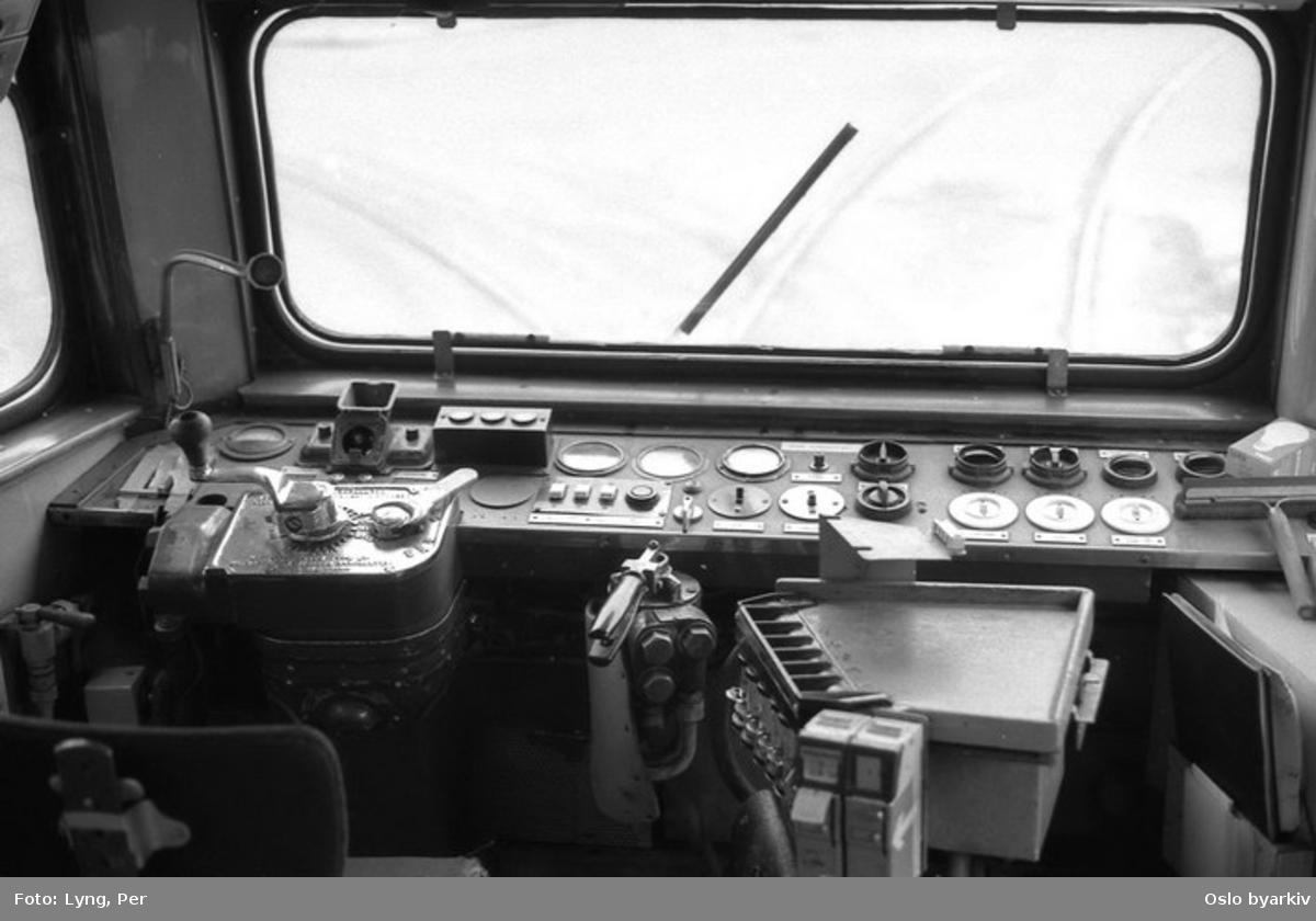 Oslo Sporveier. Trikk motorvogn 196 type Gullfisk B1, interiør, vognførerplass som enmannsvogn.