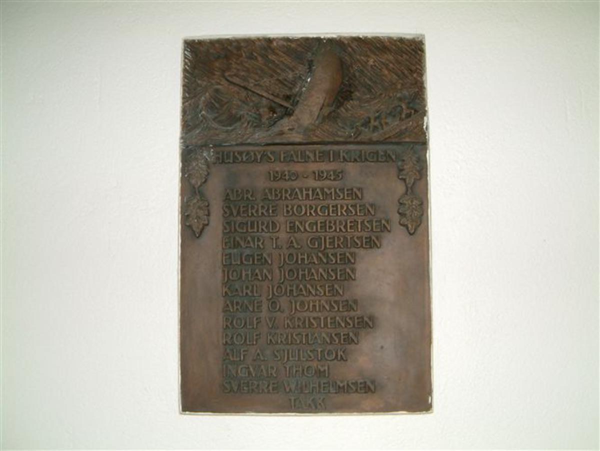 Minnetavle støpt i bronse med navn på de falne.