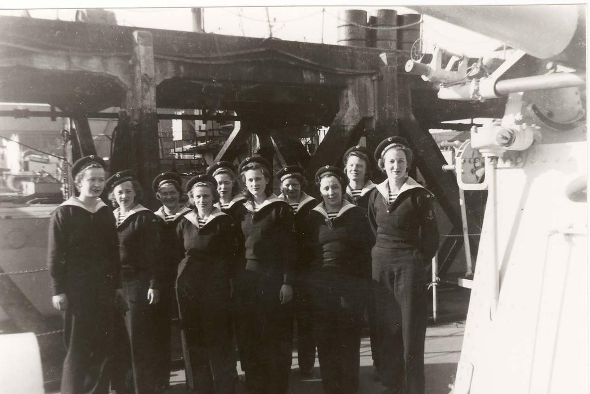 Motiv: Marinens Kvinnekorps 1942-1945 Ombord i Jageren SLEIPNER