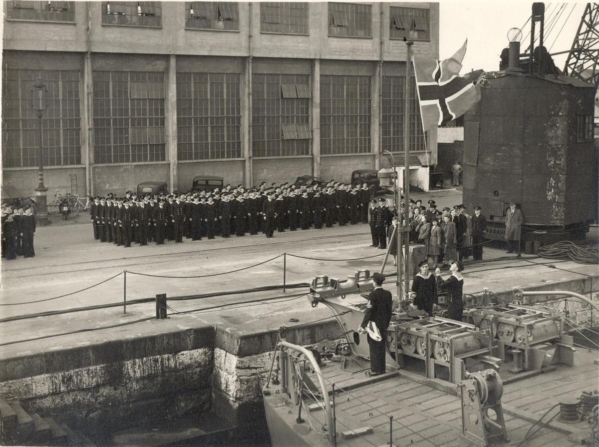 Overtagelse av C-kl jager KNM Stavanger Chatam Dock yard 1946.